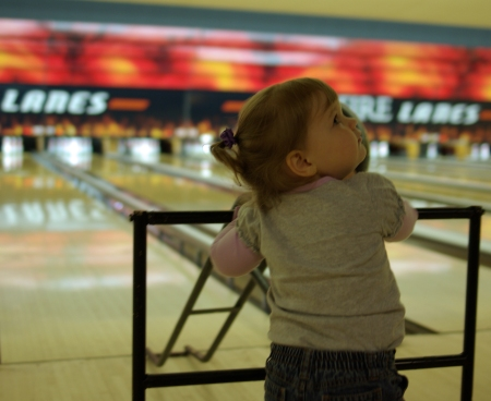 bowling-looks-up