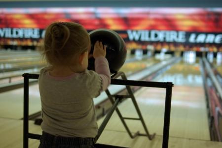 bowling-pushing-ball